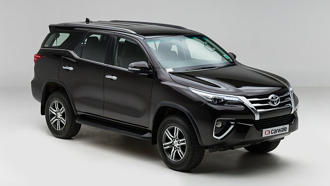Toyota Fortuner Right Front Three Quarter